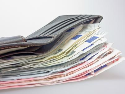 Polacy coraz więcej oszczędzają. To świetna wiadomość