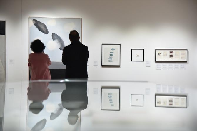 Izloženi su radovi iz različitih perioda Marininog stvaralaštva