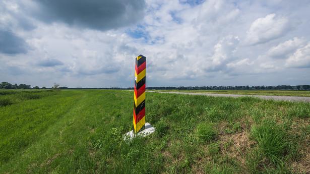 Niemiecki słup graniczny nad Odrą