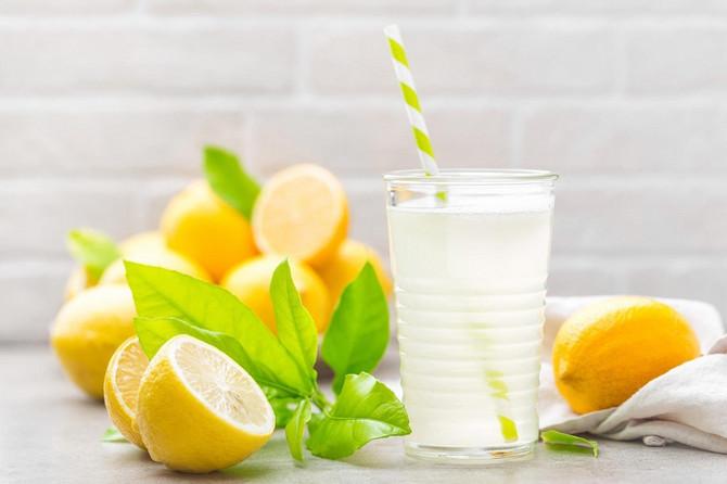Voda i limun mogu da pobede kilograme, ali samo uz pravilnu ishranu