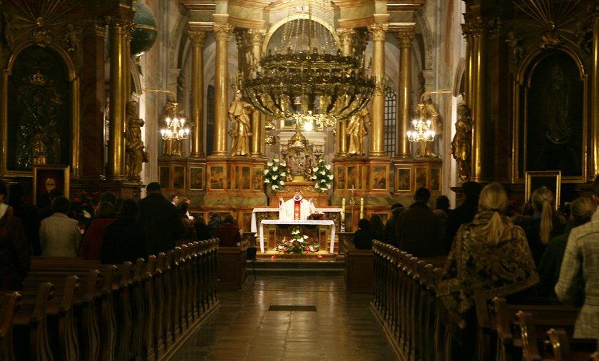 Msza w kościele św. Anny w Warszawie