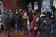Novi Sad75 okupljeni clanovi drustvo pisaca vojvodine ispred prostorija udruzena foto Nenad Mihajlovic