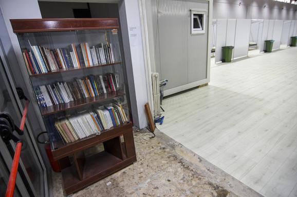 Pacijenti smešteni na sajmu u Novom Sadu mogu da koriste i biblioteku