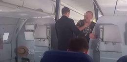 Burda w samolocie. Polacy siłą wyrzucili Rosjanina. WIDEO