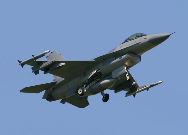 Myśliwiec F-16.