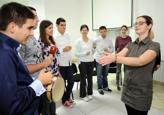 Profesorka Marija uživa na probama