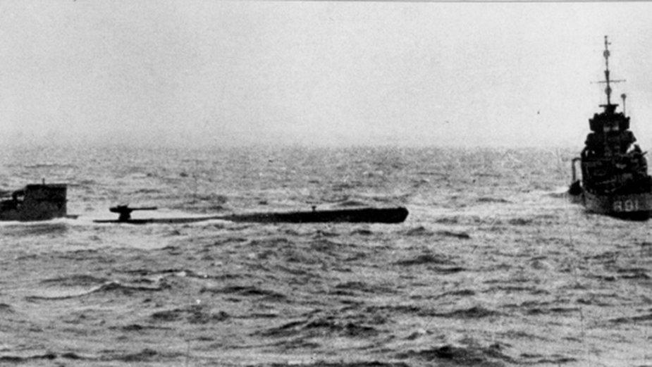 Okręt podwodny U-110 uszkodzony przez brytyjską jednostkę