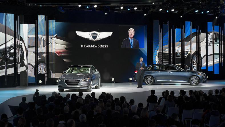 Hyundai zapowiada, że w ciągu najbliższych pięciu lat wprowadzi do Europy ponad 20 nowych modeli i wersji. Najnowsza generacja modelu genesis, który został zaprezentowany w czasie salonu samochodowego w Detroit, jest pierwszym autem zwiastującym inwazję. Przedstawiciele koreańskiej marki nie ukrywają, że tym autem celują w takich gigantów europejskiego rynku jak Mercedes, BMW czy Audi. Nowa limuzyna jeszcze w 2014 zostanie wprowadzona do sprzedaży na Starym Kontynencie. Oto czym zamierzają powalczyć o kieszenie kierowców…