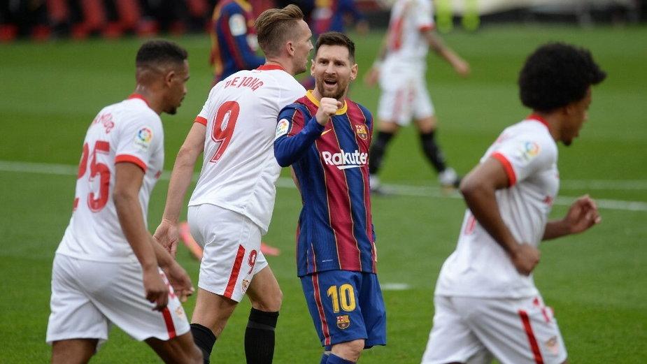 Lionel Messi (C) podczas meczu z Sevillą