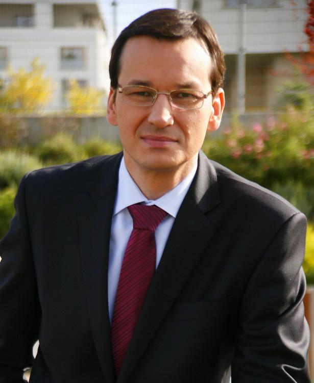 Morawiecki zwrócił uwagę, że konieczne jest tworzenie rozwiązań systemowych, aby Polacy mogli konkurować z najlepszymi, a jednym z rozwiązań ma być reindustrializacja