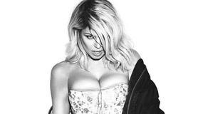 42-letnia Fergie promuje nago swoją nową płytę