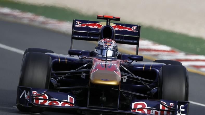 Sebastian Buemi w bolidzie teamu Toro Rosso