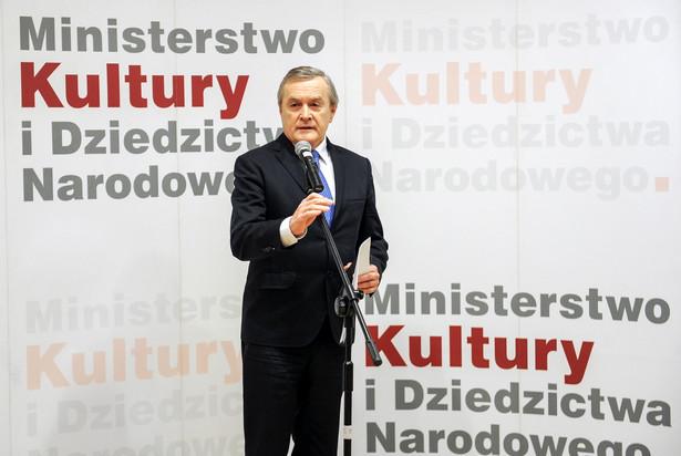 Piotr Gliński podczas konferencji dot. 100 dni pracy rządu