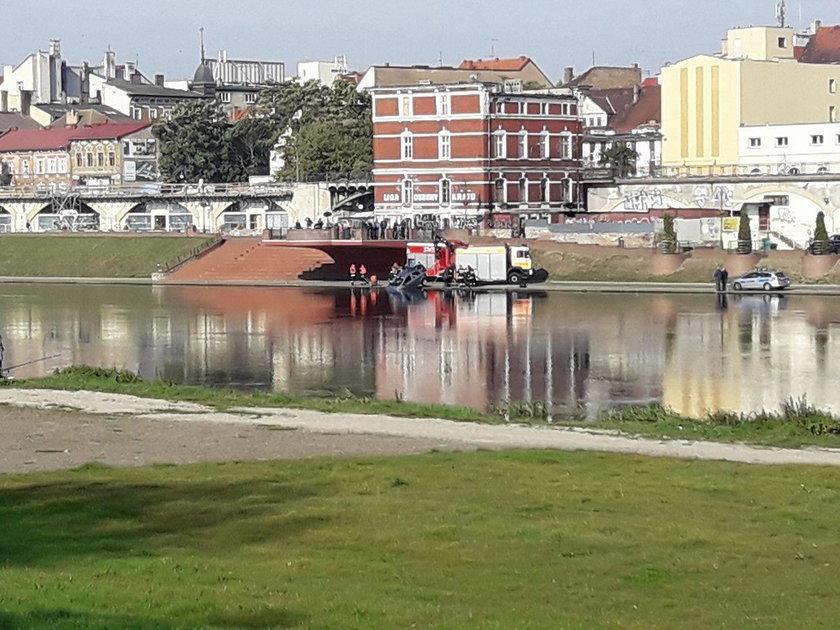 Auto w rzece