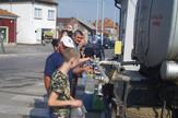 pirot02 cisterne sa vodom za pice na jednom od dva punkta u pirotu