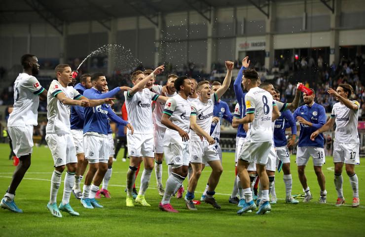 Fudbaleri Šalkea nakon pobede nad Paderbornom