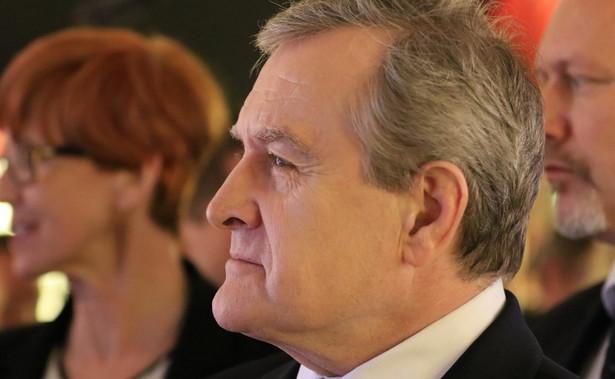 23 października wicepremier Piotr Gliński podjął decyzję o wycofaniu z Komitetu Wyboru Operatora przedstawicieli polskiego rządu.