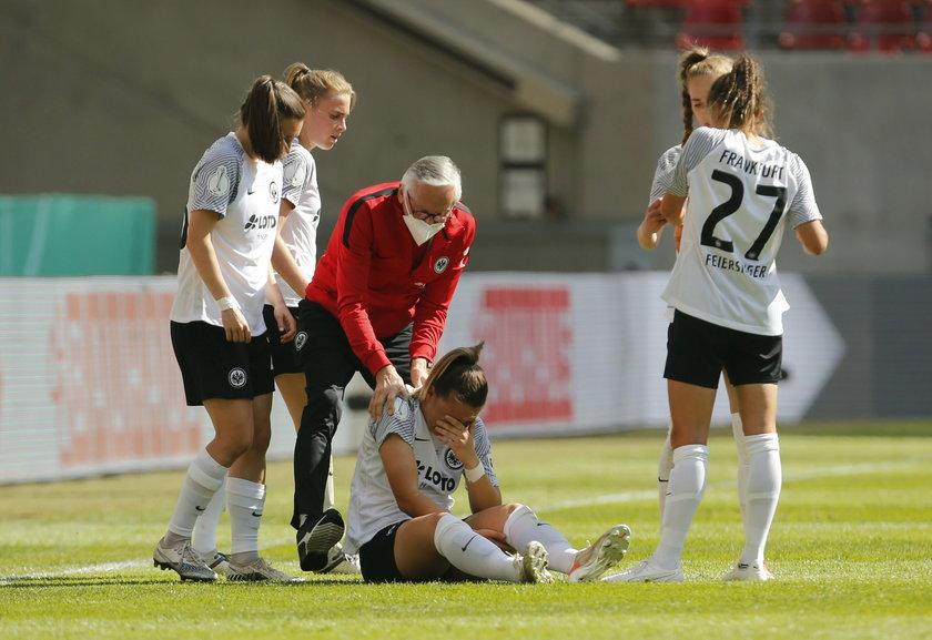 Tanja Pawollek (22 l.) schodziła z boiska z płaczem. Nic dziwnego, bo zawodniczka zerwała więzadła w kolanie i przez dłuższy czas będzie odpoczywać od piłki.