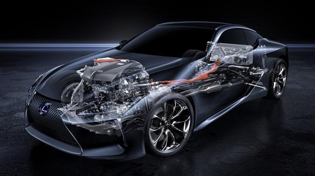 Klasyczny silnik z przodu i bateria z tyłu zapewniają też lepszy rozkład mas