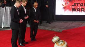 """""""Gwiezdne wojny: Ostatni Jedi"""": książęta William i Harry na uroczystym pokazie"""
