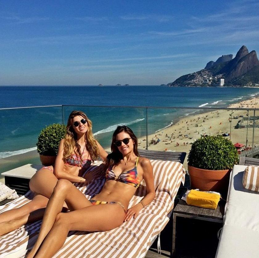 Alessandra Ambrosio na plaży