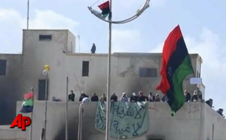 118585_demonstranti-osvojili-zgradu