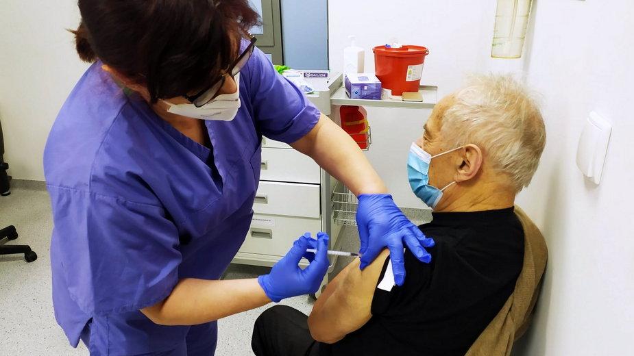 Seniorzy w Zielonej Górze chwilowo szczepieni są dawkami dla medyków