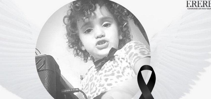 Makabryczna śmierć 2-letniej Sary. Chwyciła za ładowarkę do telefonu i...