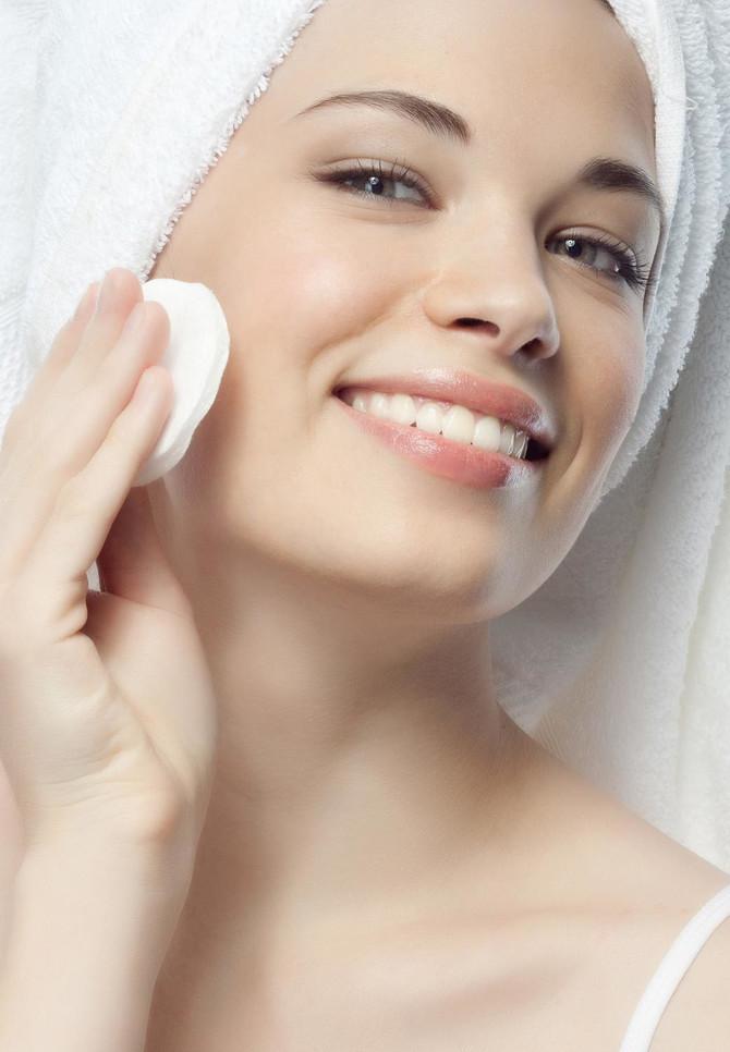 Ne zaboravite sa skinete šminku pre spavanja