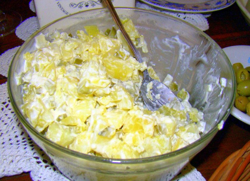 Sałatka ziemniaczana i mizeria - to najpopularniejsze warzywa na polskich stołach w tamtych latach