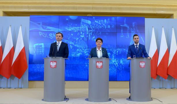 Premier Beata Szydło, Zbigniew Ziobro i Patryk Jaki, PAP/Marcin Obara