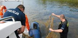 Policjanci wypuszczają ryby. Dlaczego?