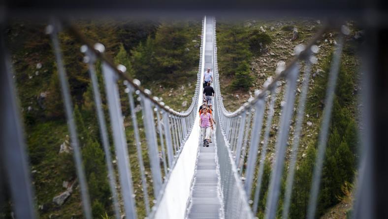 Liczący dokładnie 494 metry długości Most Europejski (Europabruecke) zawieszony jest na wysokości ok. 85 metrów nad wąwozem Grabengufer.