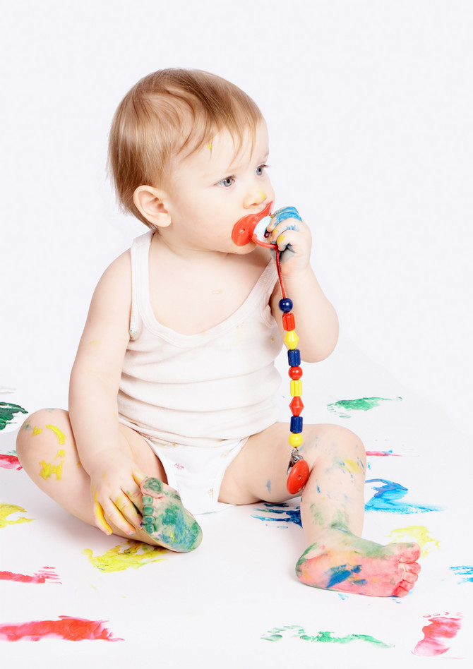 746_baby-with-dummy-dreamstime