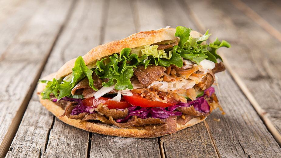Ile kalorii ma kebab? Czy istnieje jego zdrowy zamiennik?