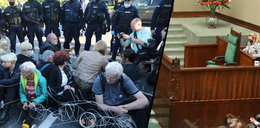 Stan wyjątkowy utrzymany! Pusty fotel Andrzeja Dudy i wyjście z sali prezesa PiS. To rozsierdziło opozycję. Przed Sejmem ludzie owinęli się drutami!