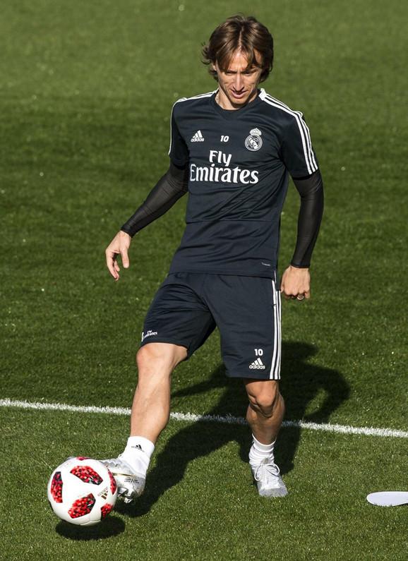 Luka Modrić u opremi madridskog Reala