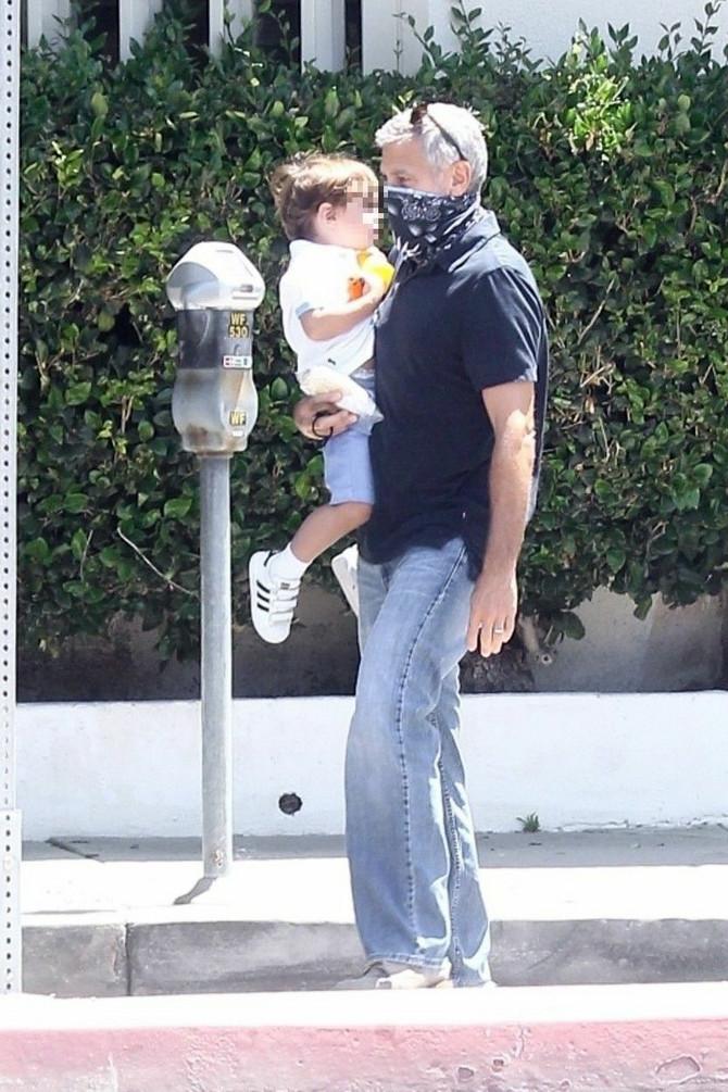 Džordž Kluni sa naslednikom