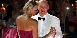 O rany! Książe Albert tańczy z żoną! FOTO