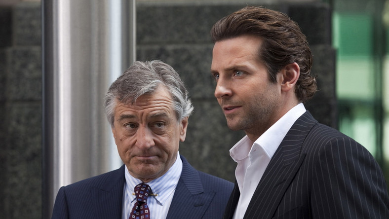 Robert de Niro i Bradley Cooper w filmie Jestem Bogiem