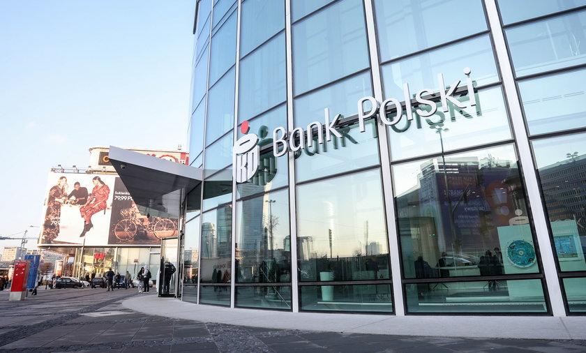"""PKO BP to polski bank, który posiada w swoim portfelu zdecydowanie najwięcej  """"toksycznych"""" kredytów frankowych."""