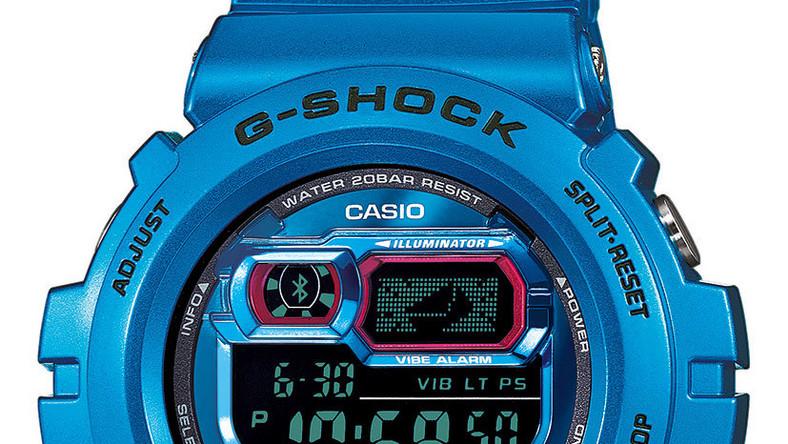 Nowy G-Shock został wyposażony w systemy alarmowe pozwalające na kontrolę aktywności telefonu. Po dokonaniu synchronizacji z iPhonem 4S, iPhonem 5 lub Samsungiem Galaxy S4, zegarek automatycznie pobierze godzinę oraz datę odpowiednią do lokalizacji, w której się znajdujemy