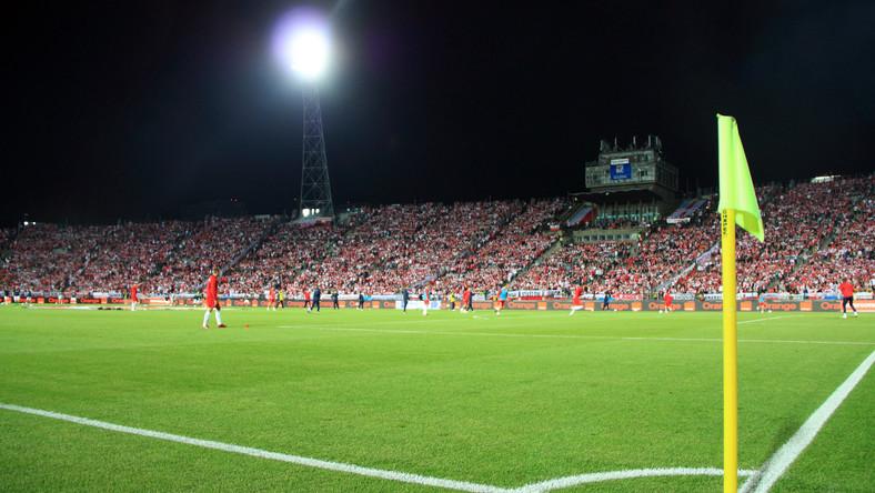 MSWiA stawia warunki: Alkohol na stadionach tylko w czasie Euro 2012