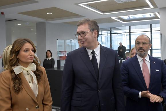 Nela Kuburović, Aleksandar Vučić i Sem Fabrici