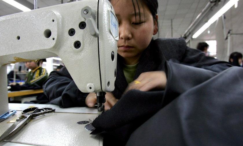 H&M to sknera. Płaci pracownikom tylko....