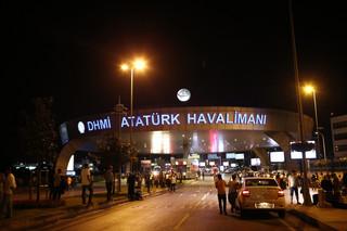 Turcja: Eksplozje i strzelanina na lotnisku w Stambule. Są ranni