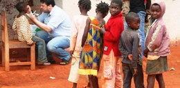 Bandaże i kredki dla Kamerunu