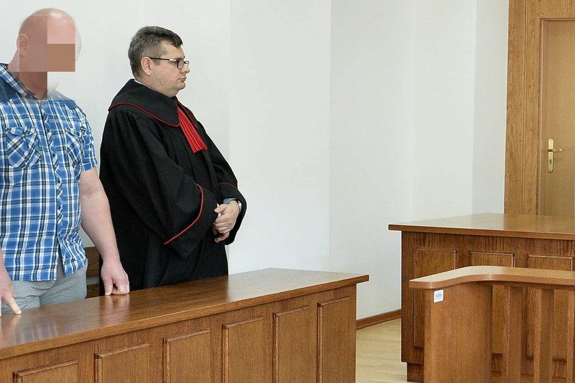 Prokurator Piotr Skiba z policjantem, którego miał pobić Robert Biedroń