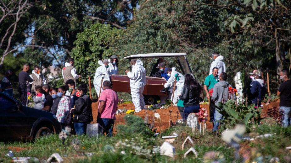 Masowe groby ofiar koronawirusa w pobliżu Sao Paulo