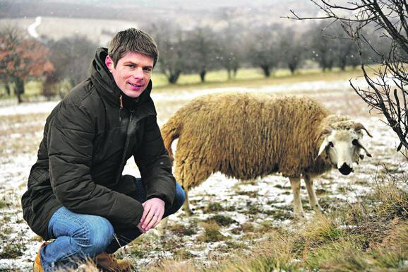 Osim robe, ljudima je poklonjeno i 80 ovaca: Arno Gujon u Novom Brdu